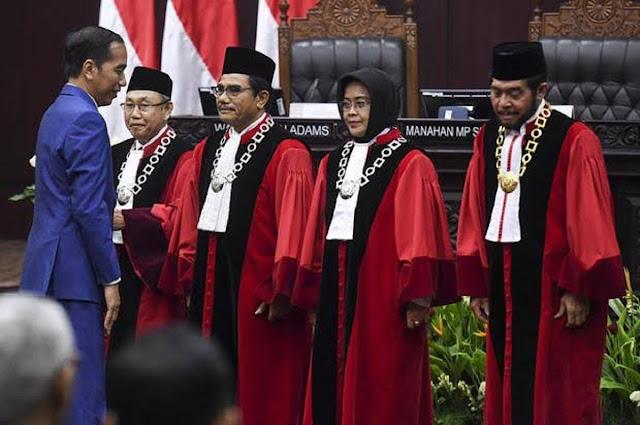 LBH Endus Kejanggalan Bintang Jasa dari Jokowi untuk 6 Hakim MK yang Masih Menjabat