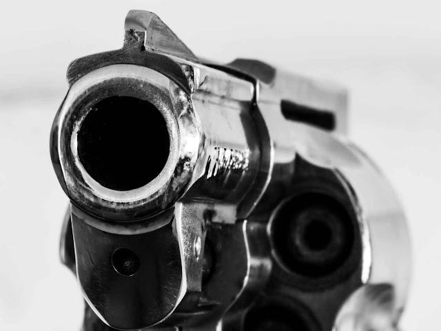 Сдача незаконно хранящегося оружия