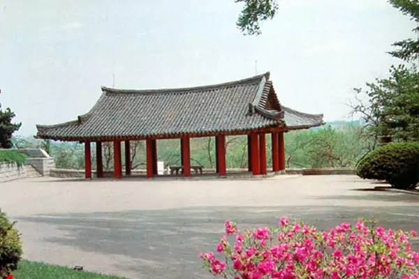Pubyok Pavilion in Springtime