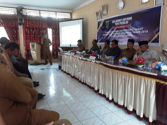 Defriatos, S.Sos, M.Si Camat Terbaik Kabupaten Padang Pariaman 2018