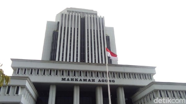 Presiden Jokowi Menang Lawan Hakim Pecandu Narkoba di MA