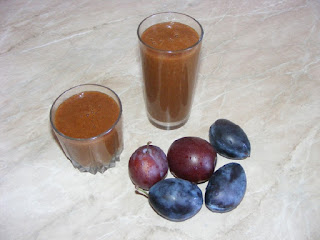 prune la blender, smoothie de fructe, prune, retete, sucuri, bauturi, sanatate, diete, trateaza constipatia, suc de prune, nectar de prune,