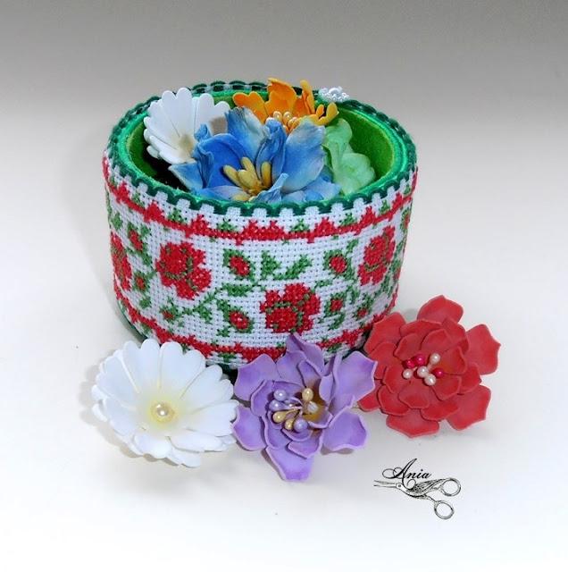 Pudełko z haftem
