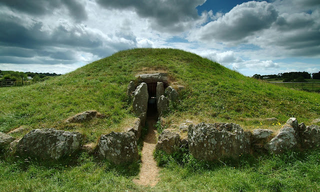 Bronze Age cairn complex discovered around Anglesey's Bryn Celli Ddu