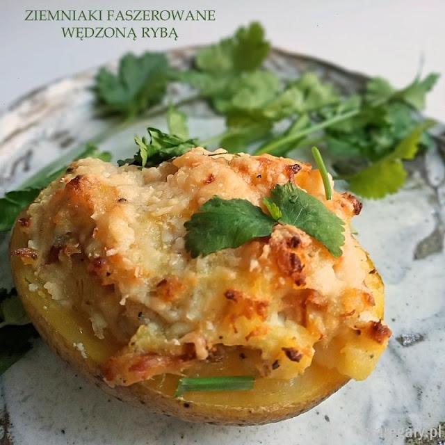Pieczone ziemniaki z farszem z wędzonej ryby
