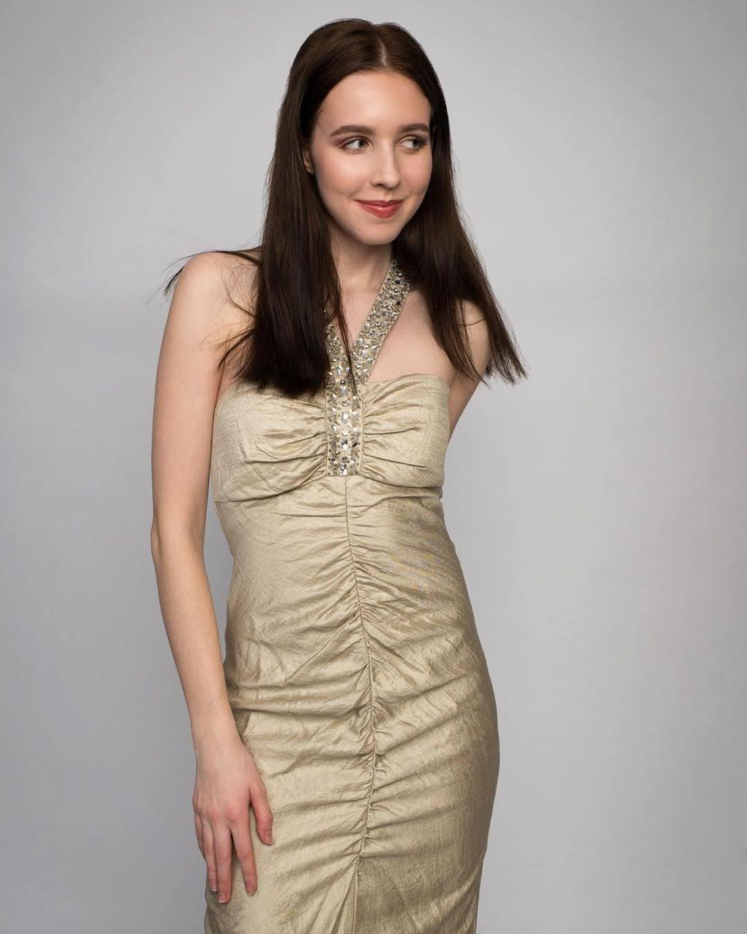 Alexandra Bayer 15