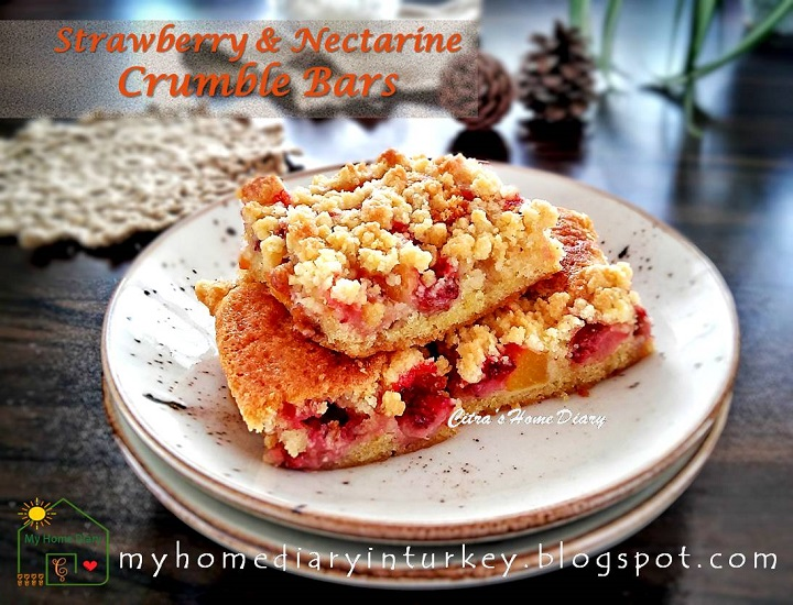 Strawberry and Nectarine Crumble Bar | Çitra's Home Diary. #coffeecake #crumblebarcake #streuselcake #dessert #strawberrycake #nectarinecake #summer