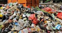 DLH Berjibaku dengan Tumpukan Sampah di Pasar Amahami, Alwi Sentil Kinerja Kepala Pasar