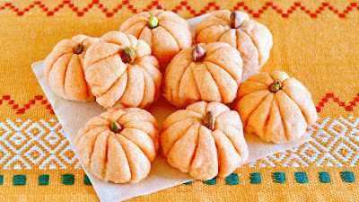 How to Make Pumpkin-Shaped Melonpan