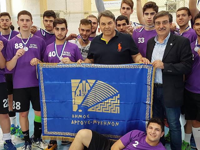 Με ασημένιο μετάλλιο το 2ο ΓΕΛ Άργους στο Σχολικό Πρωτάθλημα χάντμπολ