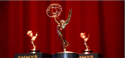 WHICH SHOW BROKE A RECORD FOR MOST EMMYS WON BY A COMEDY SERIES IN A SINGLE YEAR?