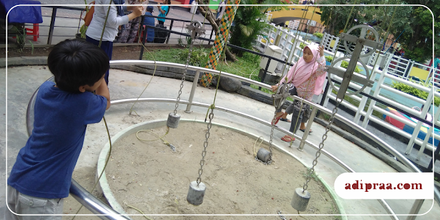 Belajar sistem katrol di Taman Pintar Yogyakarta | adipraa.com