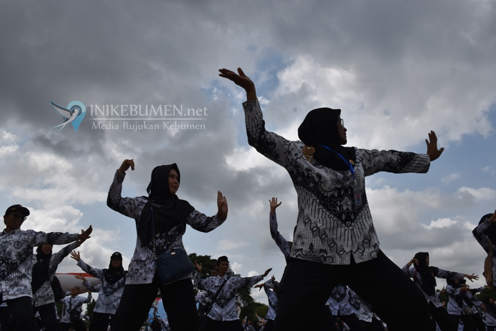 Keren! Meriahkan HUT PGRI, Ratusan Guru di Kebumen Persembahkan Flashmob Tari Cepetan