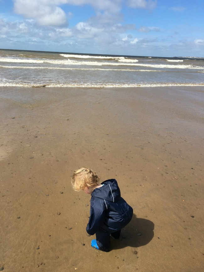 toddler-on-beach-ogmore-#mysundayphoto-number-32