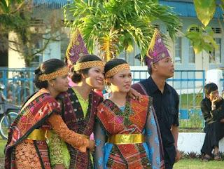 Baju Adat Sumatra Utara