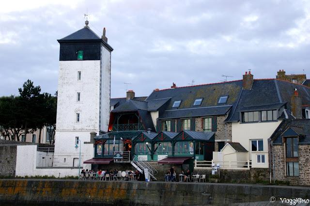 Il faro a torre quadrata des Bas Sablons di Saint Malo