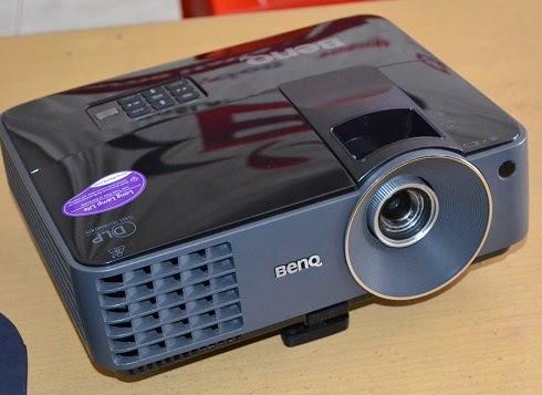 harga proyektor benq mx501