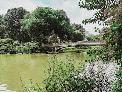 Lago no Central Park, em Manhattan, em Nova Iorque