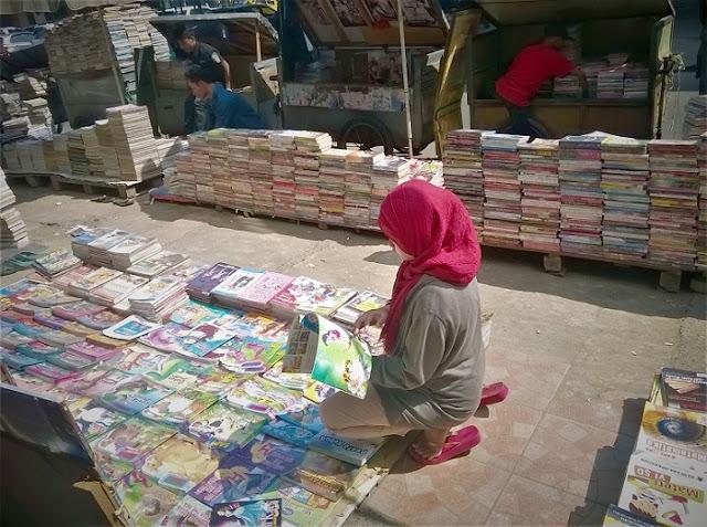 """Mencari Buku Lama Dengan Harga """"Miring"""" di Bandung"""