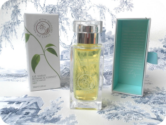A picture of Liz Earle Botanical Essence NO.1
