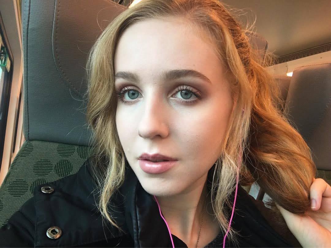 Alexandra Bayer 11