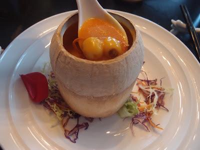 椰盅炖虫草花莲子金瓜汤