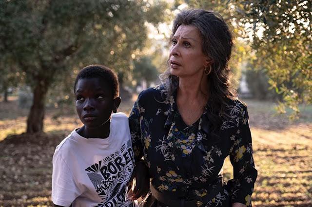 Ibrahima Gueye y Sophia Loren. Imagen de Netflix.