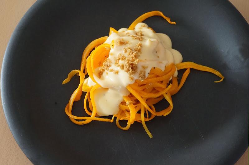 Butternut & Cheese – Kürbis-Spaghetti mit Käsesauce und Brotbrösel