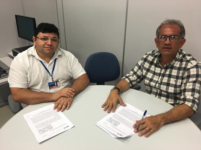 Prefeito Vital Costa assina contratos de repasse com a Caixa Econômica para pavimentação asfáltica em diversas ruas de Araruna