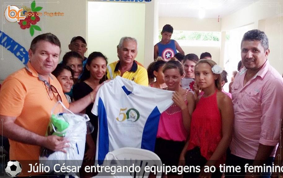 Valorizando o esporte, Secretário Júlio César entrega equipagem para o time feminino na zona rural de Anapurus.