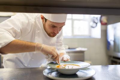 Pinche de cocina en un restaurante de Reikiavik