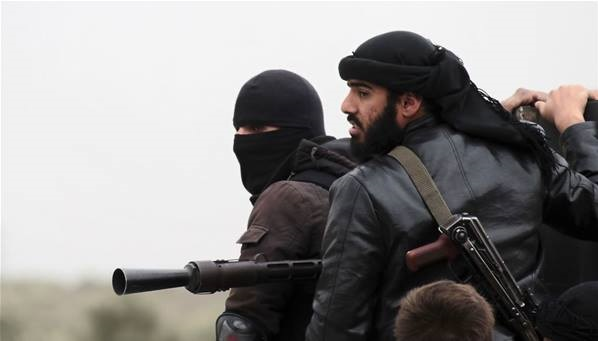 """تنطيم""""داعش"""" يهاجم""""جبهة النصرة"""" ويستولي على اسطوانتين من الكلور في مدينة اللطامنة"""