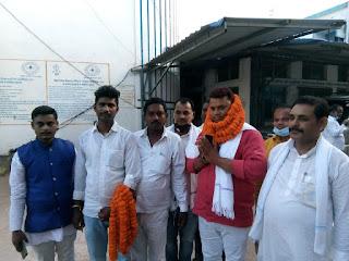 रालोसपा पार्टी से संकेत कुमार उर्फ चंदन कुशवाहा ने नामांकन कराया
