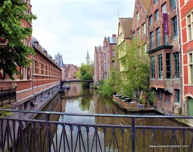 canales de barcas en Gante