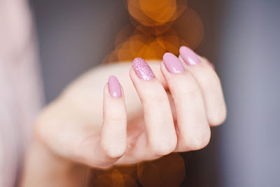 The common signs of nail fungus infection are