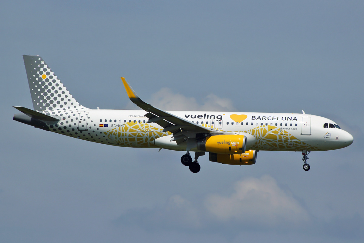 Eastwings a320 232 vueling vueling loves barcelona c for Oficinas vueling barcelona
