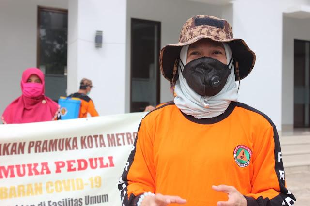 Cegah Penularan Corona, Pramuka KwarCab Kota Metro Semprot Disinfektan
