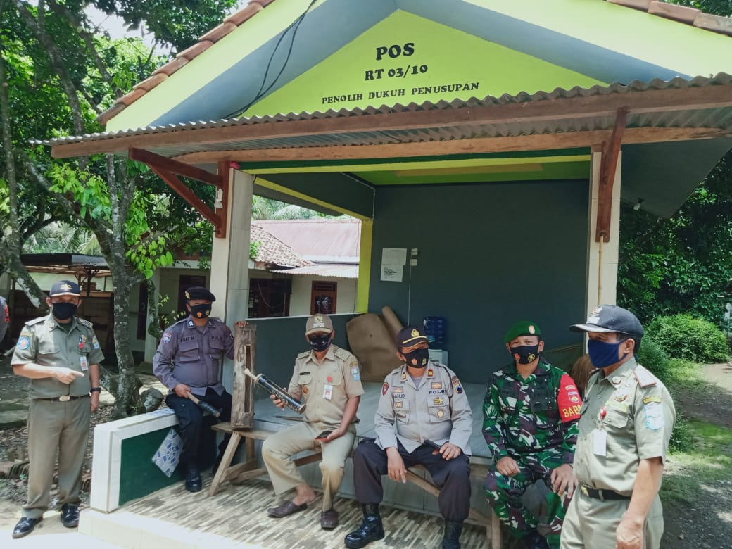 Forkopimcam Kaligondang Cek Pos PPKM Mikro di Desa Penolih