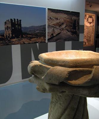 Peça de pedra na entrada do museu dos Descobrimentos em Belmonte