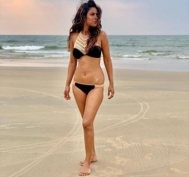 nia-sharma-shows-her-bold-avatar-in-black-bikini - newsdezire