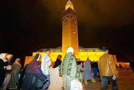 مرة أخرى المغاربة يؤدون صلاة التراويح في البيوت
