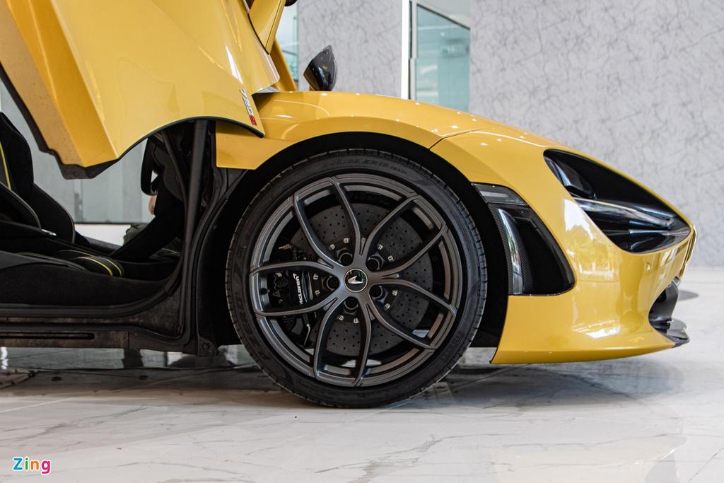Siêu xe McLaren 720S Spider thứ 4 về Việt Nam xuất hiện tại TP.HCM
