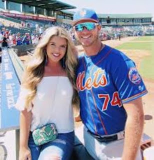Pete Alonso Enjoying With His Girlfriend