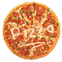 Üzerinde pizza yazan karışık pizza