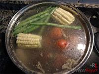Primera tanda de verduras en agua hirviendose