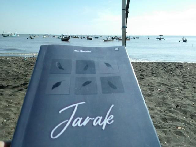 """Jarak Buku I;Resensi Novel Tentang """"Kisah Cinta Rira dan Raiq"""" dalam Jarak Buku 1"""