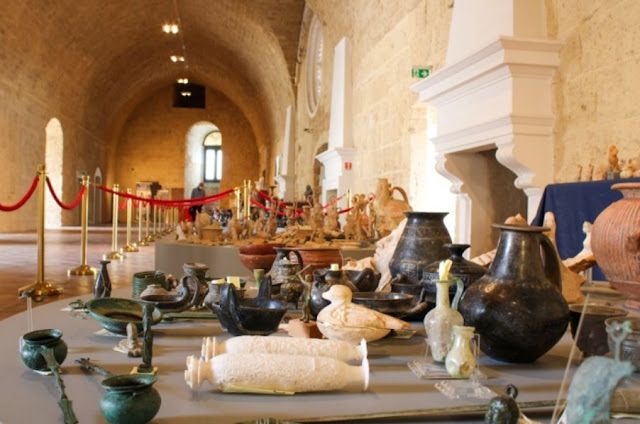 Nearly 800 archaeological finds stolen from Italy returned