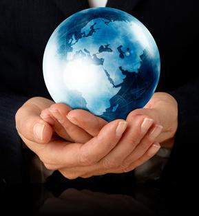 глобус в руках