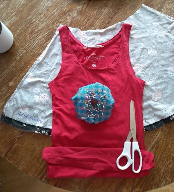 Crop top DIY z przeróbki spódnicy wykrój topu - Adzik tworzy
