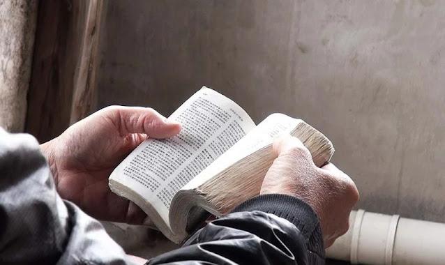China muda relato bíblico para dizer que Jesus apedrejou mulher adúltera e tinha pecados